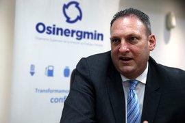 Presidente de Osinergmin renuncia tras escándalo de media training