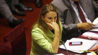 Apra expulsa a Luciana León antes de que presente su carta de renuncia