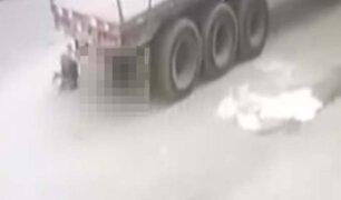 Huaycán: vehículo pesado retrocede y aplasta a una niña de dos años