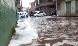 Fuertes lluvias y granizo inundaron y cubrieron de blanco las calles de Juliaca