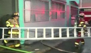 Rímac: se registra incendio en galería por presunto corto circuito