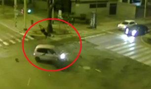 Miraflores: motociclista sale despedido por los aires tras chocar con auto
