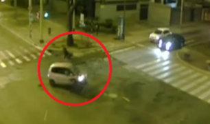 Miraflores: excesiva velocidad de moto habría provocado choque contra auto