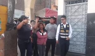 La Victoria: mujer que amedrentó con cuchillo a sus hijos quedó detenida en la comisaría
