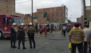Surco: extranjeros pierden todos sus bienes en incendio