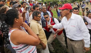 Presidente Vizcarra llegó a zona de deflagración en VES para inspeccionar ayuda a damnificados