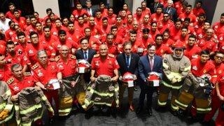 Embajada de Estados Unidos donó modernos trajes y equipos a bomberos
