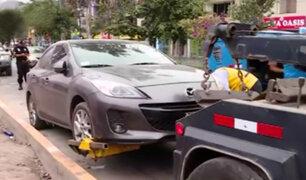 SMP: autos abandonados en calles son llevados al depósito