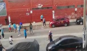 Cercado de Lima: barras bravas se enfrentan a pedradas