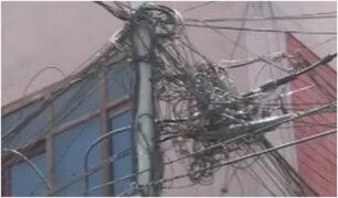 Cables expuestos ponen en riesgo la vida de los vecinos de la Urbanización Márquez en el Callao