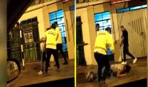 Ate: captan brutal agresión de un agente de seguridad a joven en exteriores de discoteca