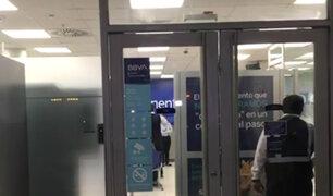 La Molina: delincuentes armados hieren a vigilante y asaltan agencia bancaria del BBVA