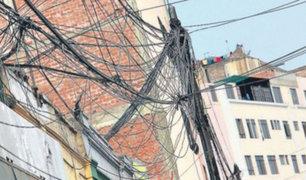 Maraña de cables son un peligro para los vecinos de Surquillo y SMP