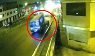 Cercado de Lima: choque de cúster contra rampa de carga dejó seis heridos
