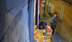 SMP: pareja de ladrones fue captada robando dinero de juego mecánico