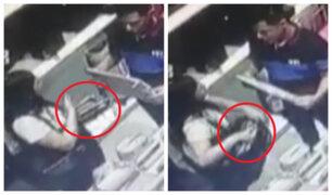 Chorrillos: 'tenderos' son captados robando billeteras en el Mall del Sur