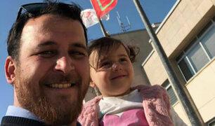 Padre que hacía reír a su hija para distraerla del ruido de las bombas huyeron a Turquía