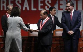 Martha Chávez se negó a tomarse foto oficial con el presidente Martín Vizcarra