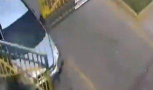 Ate: delincuentes fugaron a pesar de presencia de reja en la calle