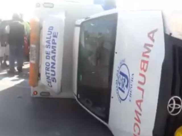 Ica: ambulancia sufre aparatoso accidente cuando trasladaba a un herido hacia Chincha