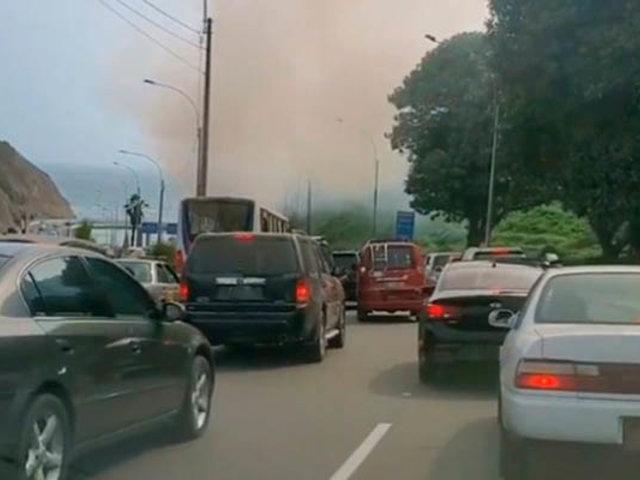 Incendio forestal en la bajada Armendáriz alarmó a conductores