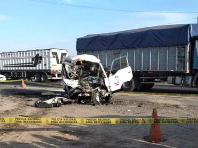 Arequipa: se eleva a 10 los fallecidos tras choque entre combi y tráiler
