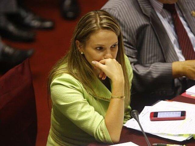 Luciana León: chats revelan que gestionó favores para su hermano