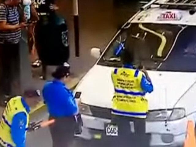 Miraflores: fiscalizador fue arrastrado por taxista que intentó evitar intervención en av. Larco