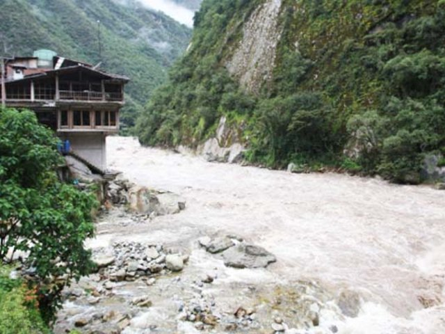 Cusco: desborde de río Vilcanota afecta vías del tren hacia Machu Picchu