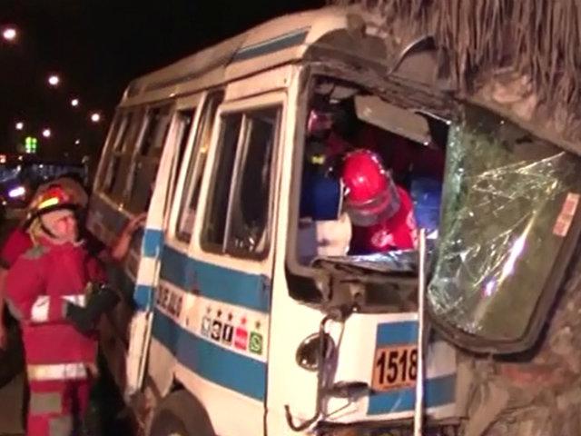 Comas: siete heridos tras choque de cúster con palmera
