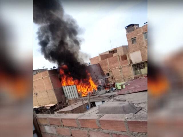 Denuncian que bomberos tardaron una hora a incendio que dejó a dos niños muertos