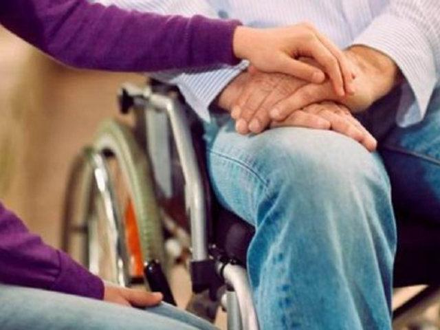 Polémica en Francia: Macron planea aprobar la asistencia sexual para discapacitados
