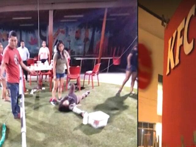 Surco: poste de metal cae sobre cabeza de mujer en restaurante 'KFC'
