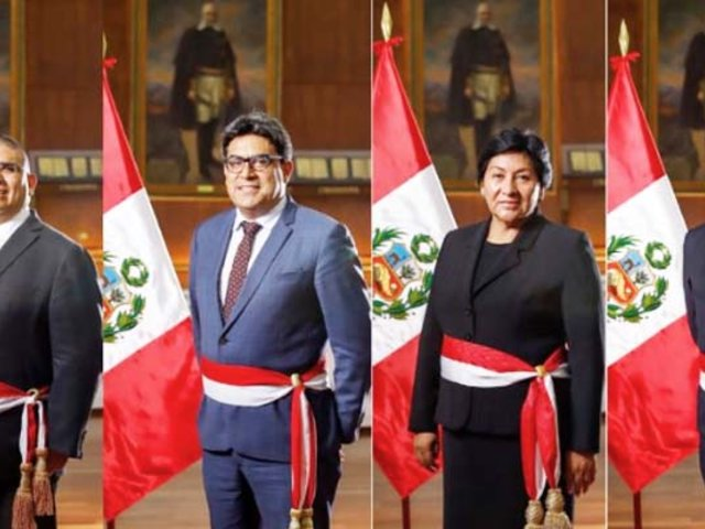 Presidente Vizcarra tomó juramento a cuatro nuevos ministros