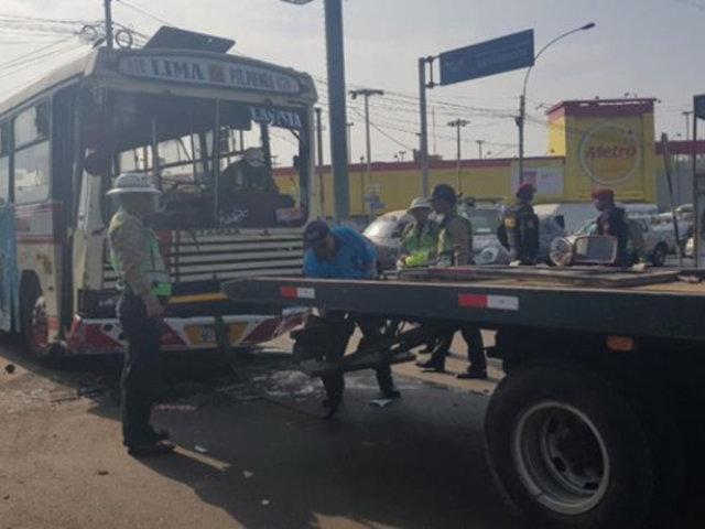 Callao: más de 10 heridos tras aparatoso choque entre bus y combi