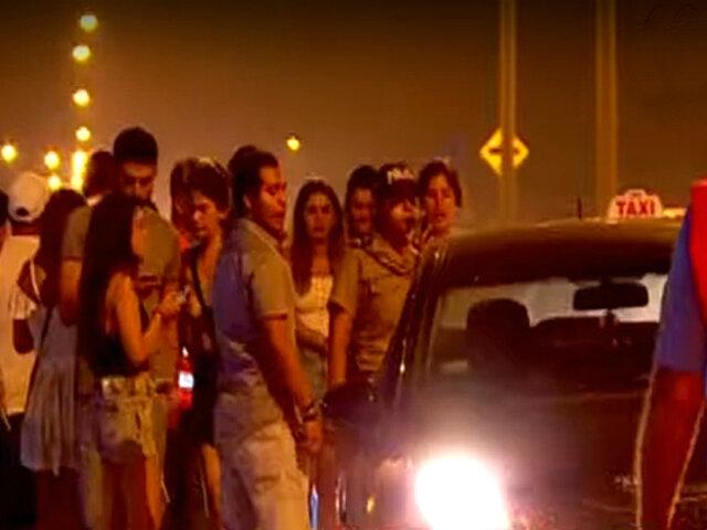 Peligrosos taxistas acechan a jóvenes que salen de exclusivas discotecas