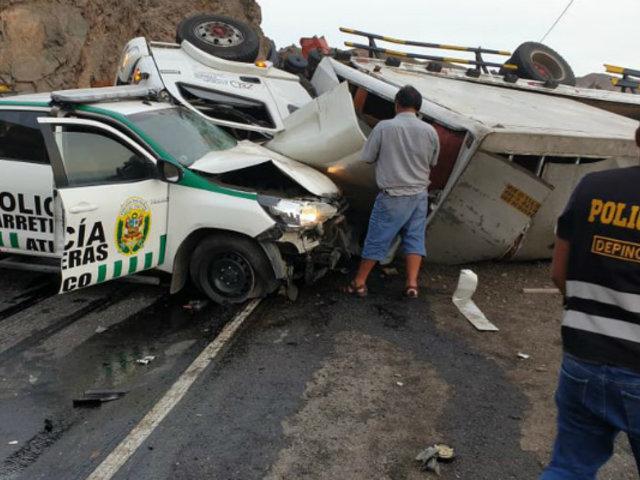 Arequipa: violento choque entre patrullero policial y camión dejó un fallecido