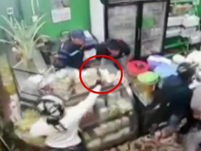 SMP: delincuentes armados asaltan a trabajadores y clientes de tienda
