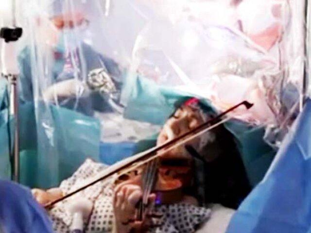 Mujer toca el violín mientras le extirpan un tumor del cerebro