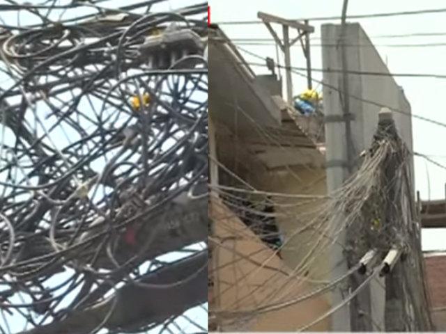 Cables aéreos: Bomberos detallan qué peligros representan estos para la vida de los transeúntes