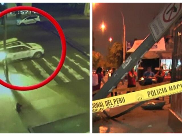 Cercado de Lima: camioneta PNP choca y derriba poste de alumbrado público