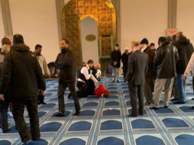 Londres: sujeto apuñaló a hombre dentro de mezquita