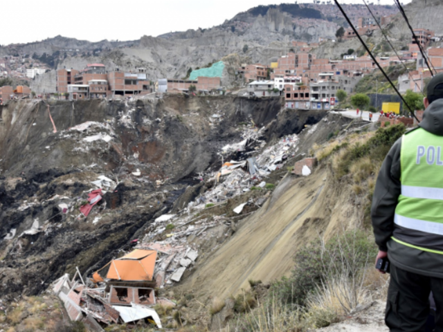 Desbordes de ríos y deslizamientos de tierra afectan Bolivia