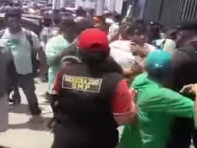 Vecinos de SMP e Independencia protagonizaron batalla campal en plena vía pública
