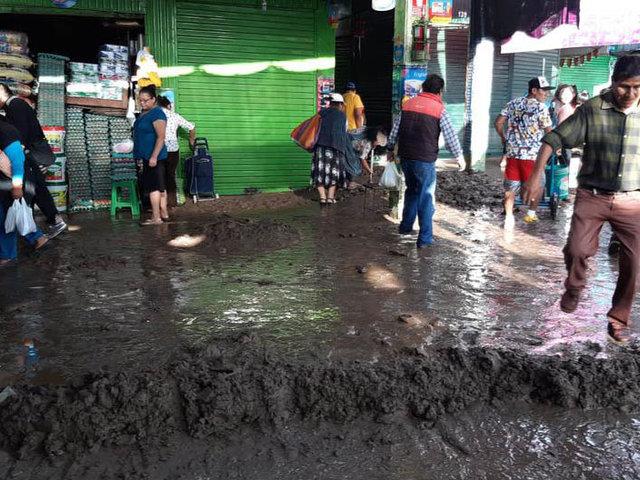 Tacna: huaicos inundan mercado mayorista dejando millonarios daños