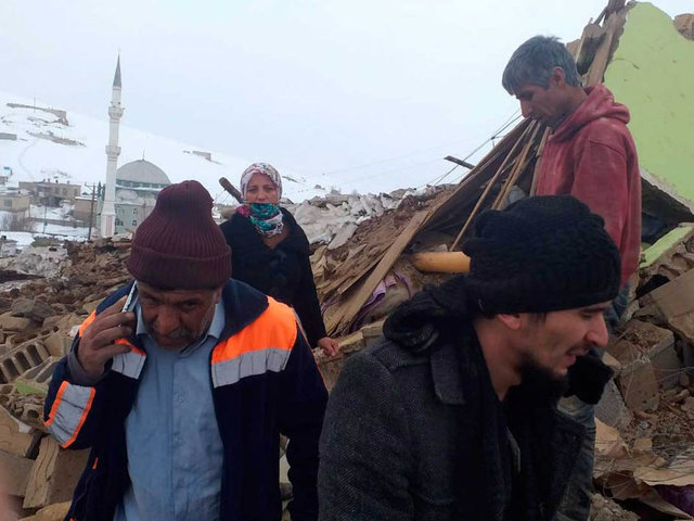 Al menos nueve muertos y decenas de heridos deja fuerte sismo en Turquía