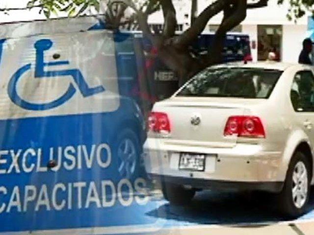 Top de infractores que usurpan espacios preferenciales para personas con discapacidad