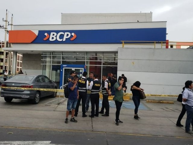 VMT: mujer asaltó agencia bancaria tras amenazar con activar explosivos