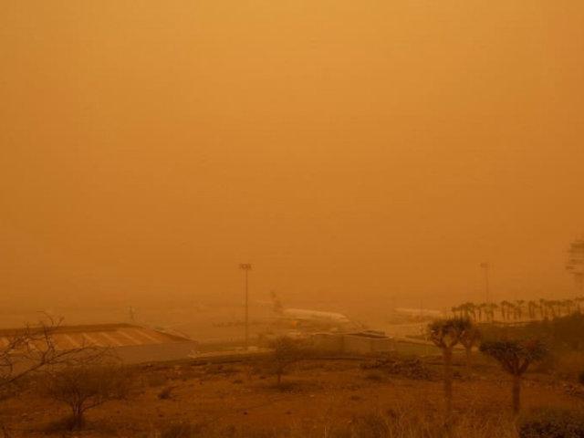 España: tormenta de arena, fuertes vientos e incendios azotan las islas Canarias
