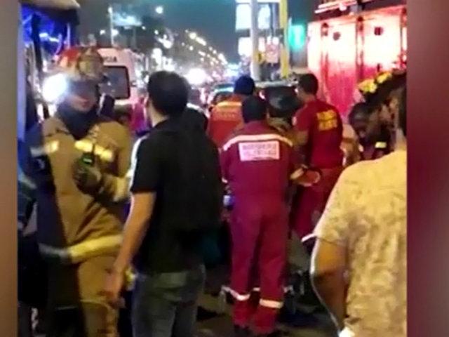 San Miguel: cúster fuera de control impacta contra autos y deja más de 5 heridos